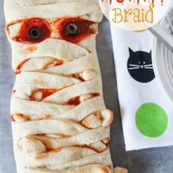 Pizza Mummy Braid for a kid-friendly dinner WIN! Your kids will love this for Halloween dinner!