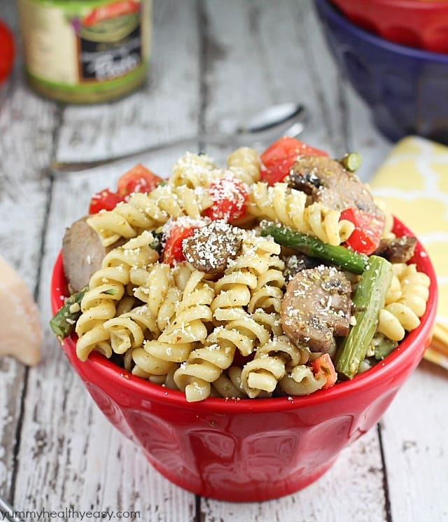 Roasted Asparagus & Mushroom Pesto Pasta Salad - quick & easy pasta salad that's the perfect side dish to any dinner!