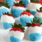 Fun & easy patriotic white chocolate strawberries using white chocolate and blue sprinkles. #4thofjuly