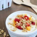 Fruit, Yogurt & Granola Parfait - healthy, delicious & easy breakfast or snack! #NatureValleyGranola