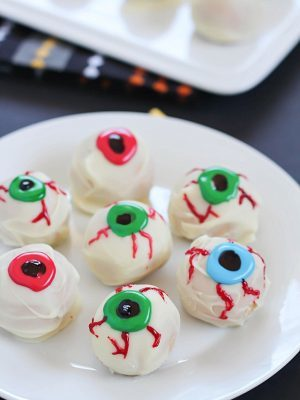 Peanut Butter Truffle Halloween Eyeball Recipe - a spooky Halloween treat with only 4 ingredients!