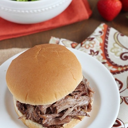 Slow Cooker Italian Beef Sandwiches - tender and slow cooked beef that's shredded and served on buns. {Slow Cooker Cookbook}