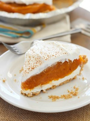 No Bake Pumpkin Pie - the easiest pumpkin pie that (obviously!) needs no oven time! Soft, creamy, simple and delicious!