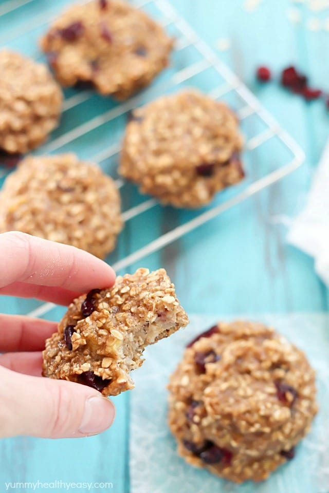 Healthy Banana Cookies (flourless & eggless!) These cookies are soft, moist and super healthy! A great post-workout snack or healthy dessert option. #truvia #ad