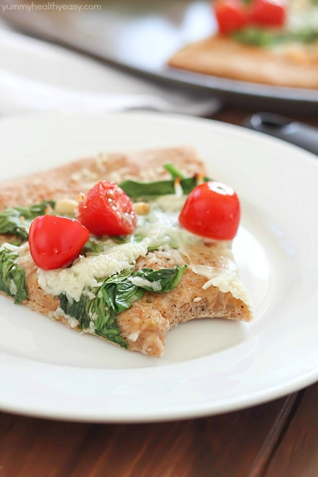 Roasted Garlic, Spinach & Tomato Whole Wheat Pizza - satisfyingly healthy, vegetarian meal the whole family will love!