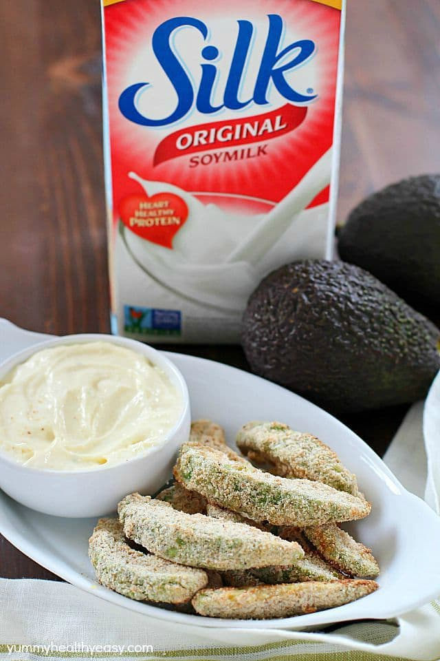 Baked Avocado Fries - these are incredible! Dip them in a homemade garlic aioli and you'll be in heaven. All dairy-free and delicious, must-make healthy recipes! #MeatlessMondayNight