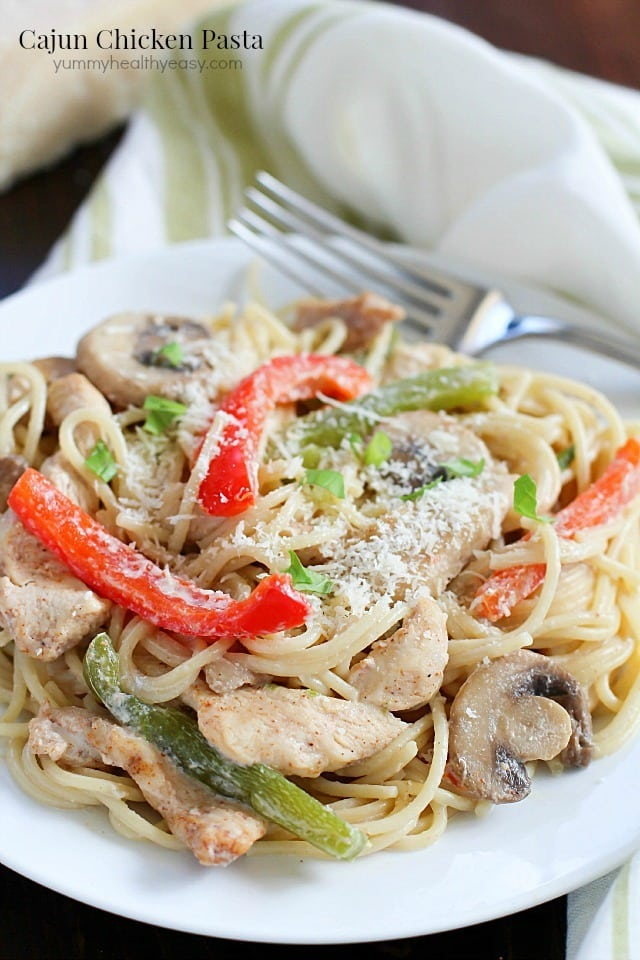 Cajun Chicken Pasta with mushrooms, bell peppers and chicken in a creamy sauce over pasta noodles. Flavorful, creamy and totally comforting. Perfect fall dinner! #FosterFarmsFresh AD