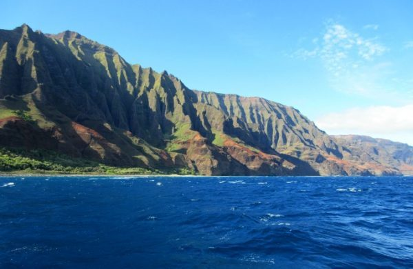 View of the Napoli Coast of Kauai from the deck of a catamaran! (The Ultimate Kauai Travel Guide - What to do in Kauai) AD