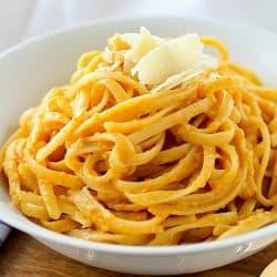 Creamy Pumpkin Pasta (Skinny & Vegetarian)
