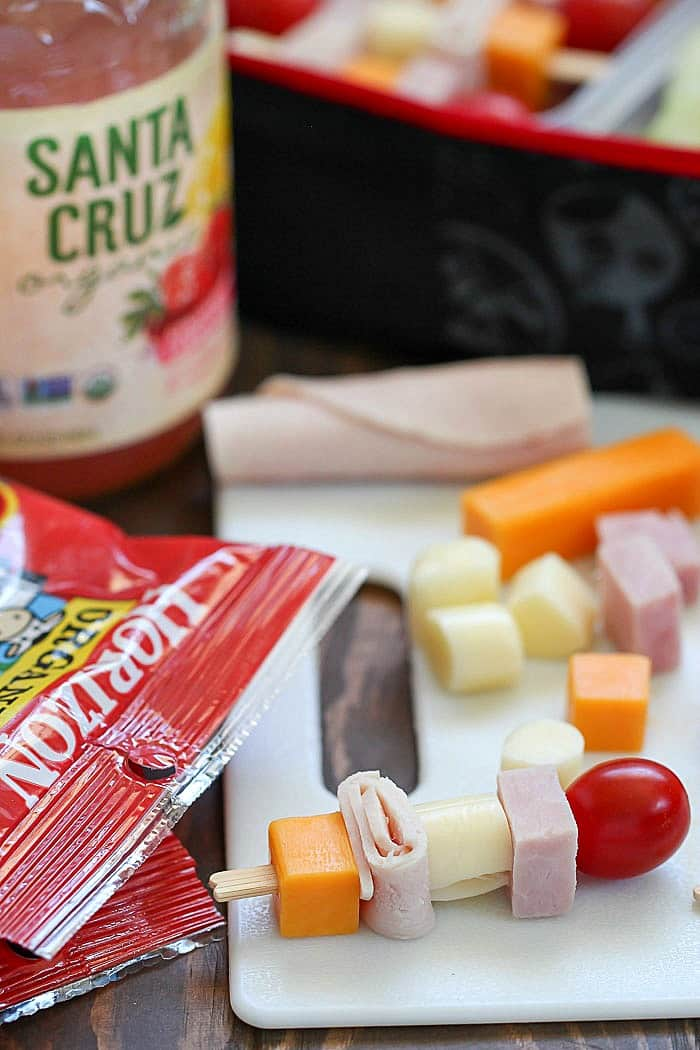 Change up your lunch with these Cheese & Turkey Kebabs! They're a fun lunchbox idea for both kids AND adults!