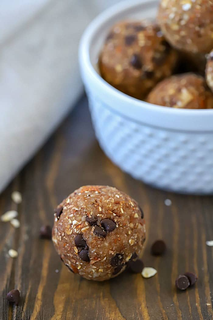 These Chocolate Almond Protein Energy Bites are tasty little protein bites that are perfect to grab on the go! They're SO yummy and have 5 grams of protein in each bite! #ad