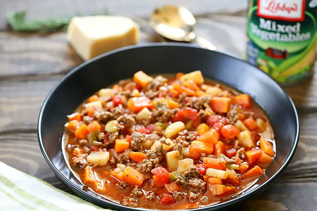 Need a quick and easy dinner recipe for tonight? Try this Easy Vegetable Beef Soup Recipe! It's packed full of flavor and light on ingredients! AD
